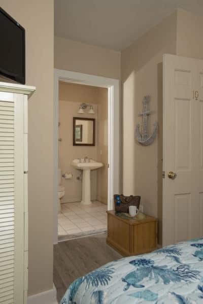 En-suite bathroom in Room 10