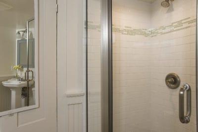 Superior Queen shower